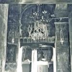 Άποψη του Ιερού Βήματος (φωτ. του 1972 από το λεύκωμα Λουκόπουλου). Διακρίνεται η σήμερα χαμένη εικόνα της Ελεούσας του Ευγενίου Αιτωλού και το ξυλόγλυπτο Δωδεκάορτο (σήμερα σώζεται το μισό)