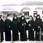 Η μοναστική αδελφότητα των ετών 1971-1973. Στο μέσον ο τότε καθηγούμενος και σημερινός ηγούμενος της Μονής Δοχειαρίου αρχιμ. Γρηγόριος Ζουμής