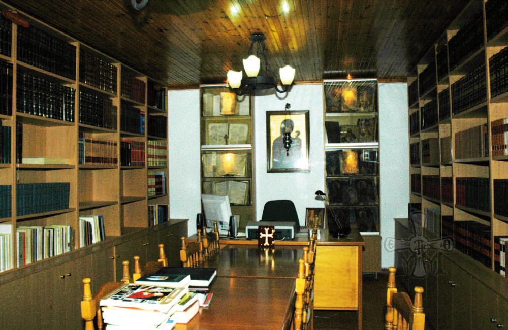 Μερική άποψη της Βιβλιοθήκης της Ιεράς Μονής.