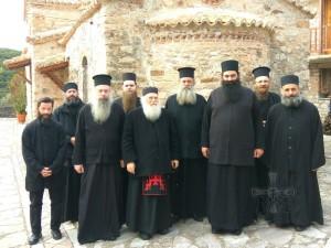 Ο Γέροντας Έφραίμ με τη συνοδεία του , τον Πρωτοσύγγελο π.Επιφάνιο και Τον Γεροντά μας με τη συνοδεία του
