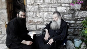 Ο Ηγούμενος της Ι.Μ.Μυρτιάς Αρχιμ. Ιωσήφ με τον Μακαριστό πατέρα Απόστολο