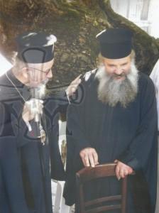 Ο Σεβασμιώτατος Μητροπολίτης Αιτωλία και Ακαρνανίας κ. Κοσμάς μαζι με τον Μακαριστό πατέρα Απόστολο μετα απο Θ.Λειτουργία στον Ι.Ν.Αγίου Γεωργίου Δρυμώνος